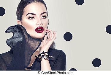 fason modelują, kobieta, chodząc, szykowny, szyfon, dress., piękno, sexy, dziewczyna, z, ciemny, makijaż