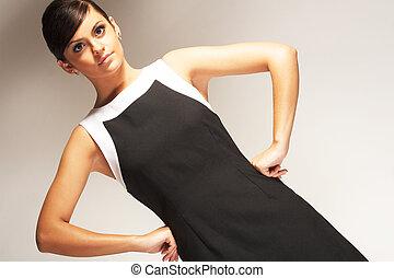 fason modelują, upozowany, na, lekki, tło, w, czarny strój