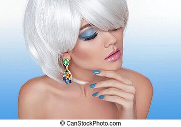 fason, piękno, portret kobiety, z, biały, krótki, hair., blond, owłosienie