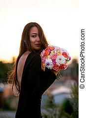 fason, piękno, wzór, dziewczyna, z, kwiaty