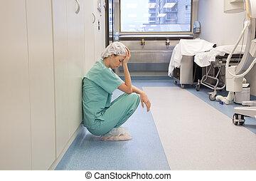 fatigué, docteur, dans, hôpital, couloir
