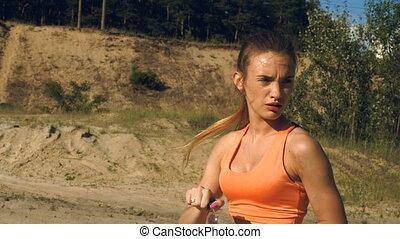 fatigué, femme sports, boissons, eau, après, dur, formation