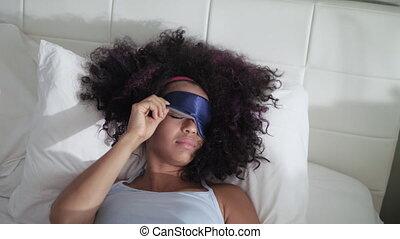 fatigué, masque, haut, lit, réveiller, noir, sommeil, girl