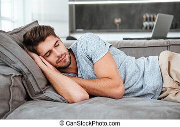 fatigué, sommeil homme, sur, a, sofa
