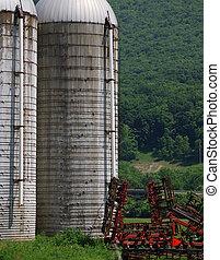 fattoria, sili, e, raccolto, piantatura, macchinario