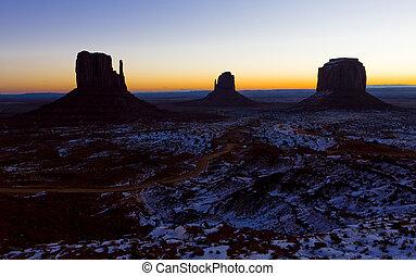 fausthandschuhe, und, merrick, restberg, während, sonnenaufgang, denkmal tal, nationalpark, utah-arizona, usa