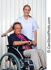 fauteuil roulant, femme, vieux, infirmière