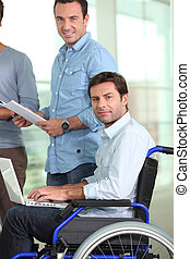 fauteuil roulant, jeune homme