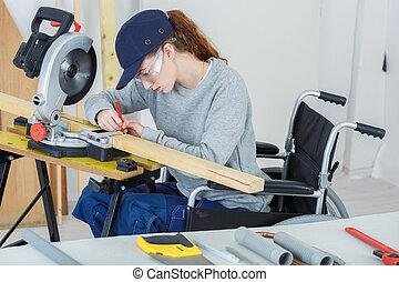 fauteuil roulant, ouvrier, handicapé, atelier, charpentiers, femme