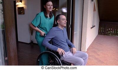 fauteuil roulant, ouvrier, jeune, terrasse, venir, homme, soin