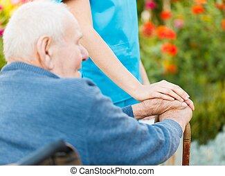 fauteuil roulant, personnes âgées soucient