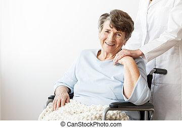 fauteuil roulant, retraité, handicapé, heureux