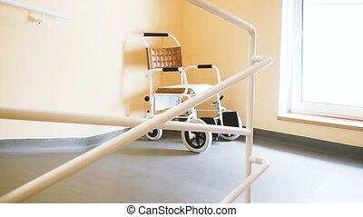 fauteuil roulant, wheelchair., couloir, stands