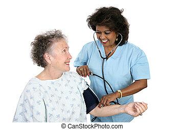 fazendo exame pressão sangue