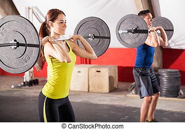 fazendo, squats, em, um, ginásio