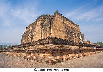 Ruins of the unfinished massive pagoda (Mingun Pahtodawgyi) ...
