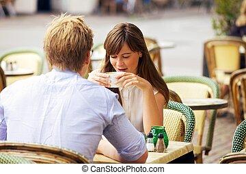 fechando, parisiense, pareja, juntos, calle, café