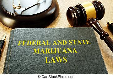 federal, y, estado, marijuana, leyes, y, martillo, en, un,...
