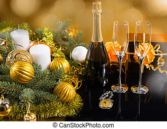 feestelijk, fles champagne, met, bril, en, kadootjes
