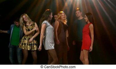 feestje, jongeren, zijn, het dansen., stroboscope, lampen, verstrekken, mooi, verlichting