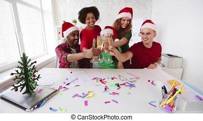 feiern von weihnachten, party, geschäftsmitarbeiter