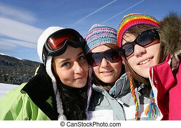 feiertag, friends, drei, weibliche , ski fahrend