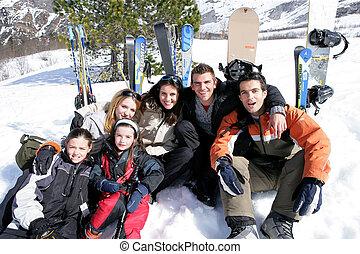feiertag, leute, ski fahrend