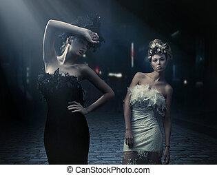 feine kunst, foto, von, a, zwei, mode, damen