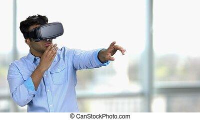 feitelijk, jonge, headset., verbaasd, man, realiteit, indiër...