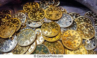 fejka, guld, och, silver, mynter, närbild