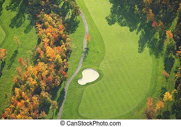 felülnézet, közül, golfpálya, közben, ősz
