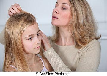 feldolgozó, lány, tetvek, ellen, haj, anya
