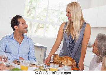 feleség, asztal, meghoz, pulyka, boldog