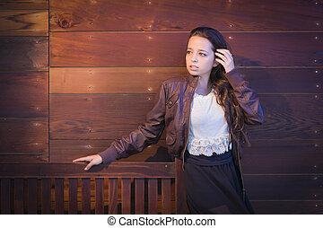 felfordulás életpálya, young felnőtt, woman portré, ellen, wooden közfal