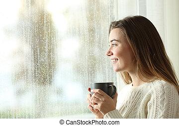 felice, adolescente, presa a terra, uno, tazza, guardando attraverso, uno, finestra