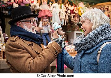 felice, anziano, marito moglie, divertimento, appresso, negozio, esterno
