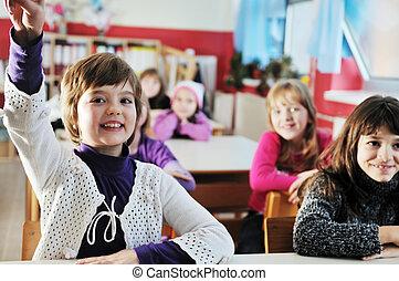 felice, bambini, con, insegnante, in, scuola, aula