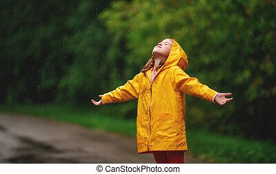 felice, bambino, ragazza, godere, autunno, pioggia