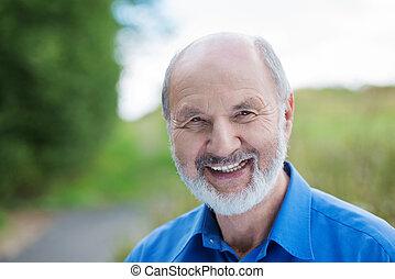 felice, caucasico, pensionato, uomo barbuto, fuori