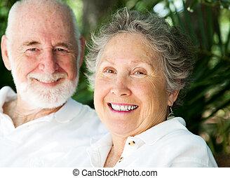 felice, donna senior, con, marito