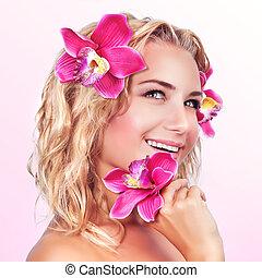 felice, femmina, con, orchidea, fiore