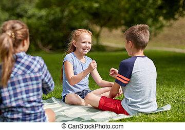 felice, gioco, bambini, rock-paper-scissors, gioco