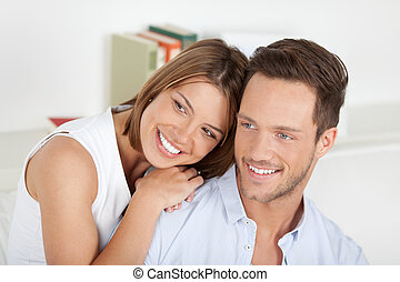 felice, giovane coppia