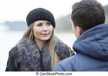 felice, giovane coppia, in, inverno, campo