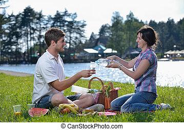 felice, giovane coppia, picnic, esterno