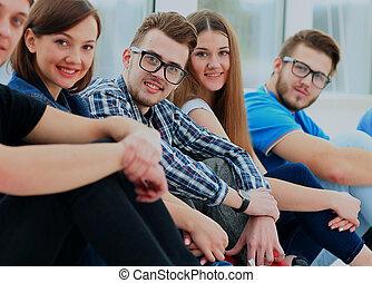 felice, giovane, gruppo persone, standing, togethe