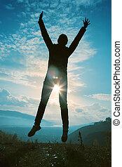 felice, giovane, saltare, a, il, tramonto