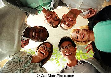 felice, persone affari, con, loro, teste insieme,...