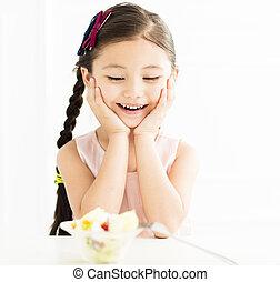 felice, piccola ragazza, con, verdura, insalata