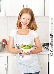 felice, ragazza, con, uno, verdura, insalata, cucina